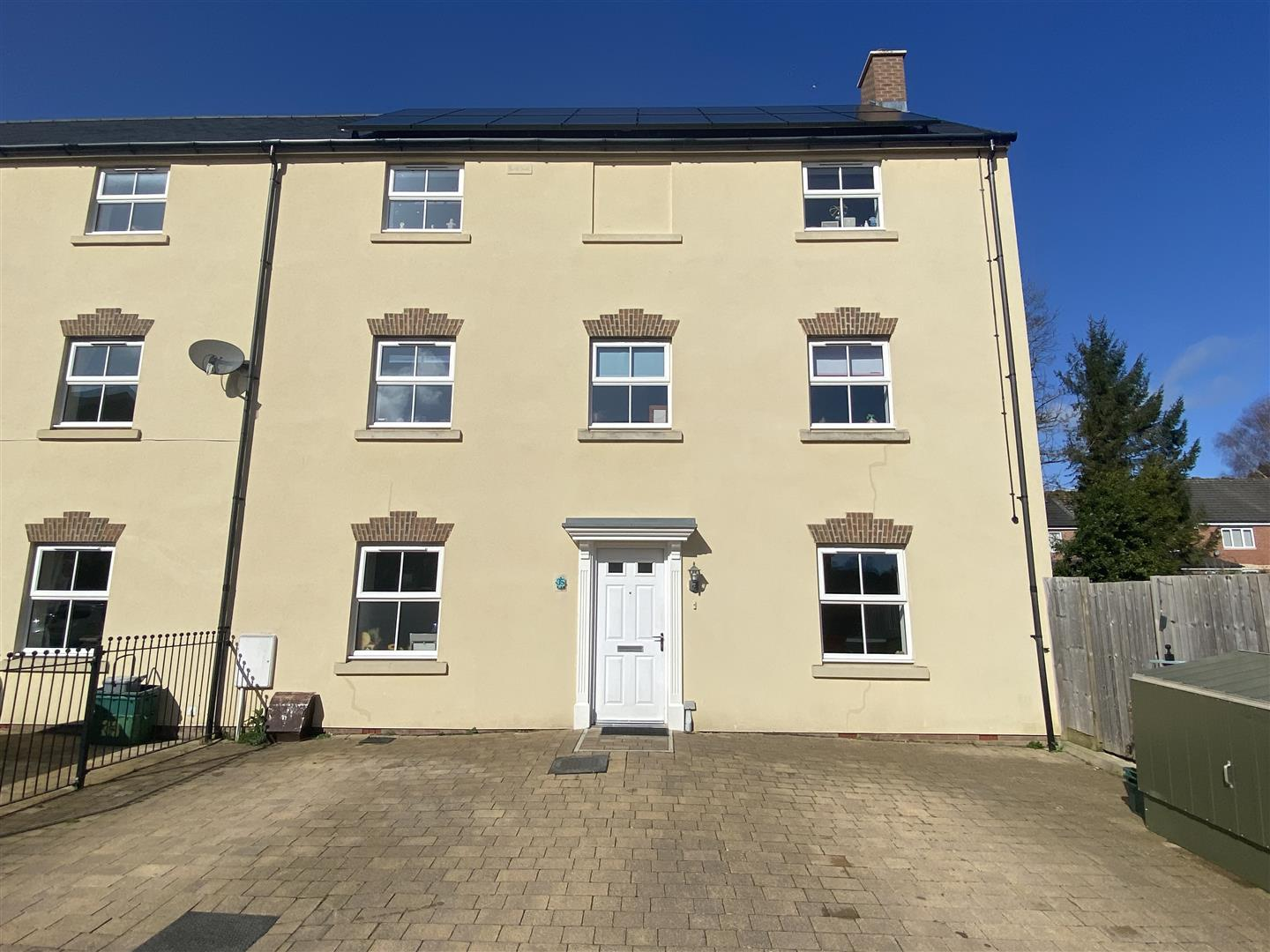 6 bedroom end terrace house for sale